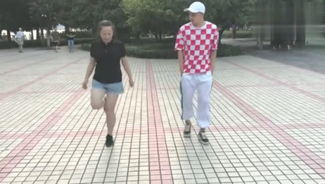 岁美女和17岁小伙对跳鬼步舞《火火的情歌》,美女跳舞太带劲了