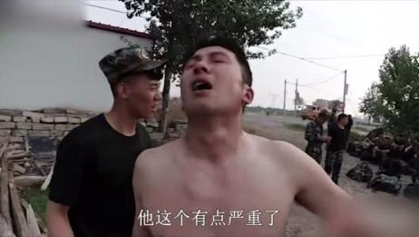 37度高温,战士负重60斤训练中暑晕倒,战友紧急抢救!