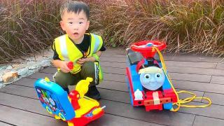 托马斯小火车跌倒了 枫枫修理工快去救援