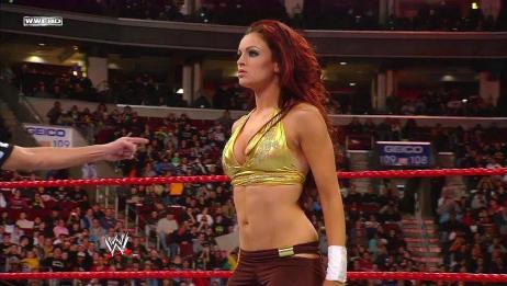 WWE精彩女子赛 玛利亚 vs 梅琳娜,音乐响起全场沸腾!