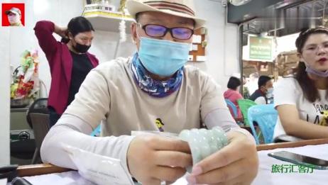 5只糯冰种飘蓝花手镯,老缅开价5000万,猜猜贾哥还了多少钱