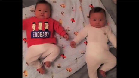 双胞胎宝宝一睡醒,就互相抱着对方亲,真是好可爱!