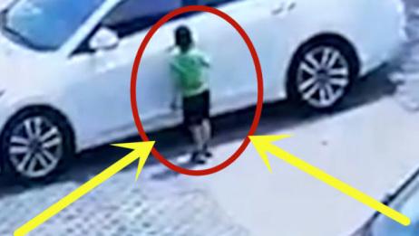 男孩贪玩钻汽车后备箱,调监控找到时男孩已身亡,心痛