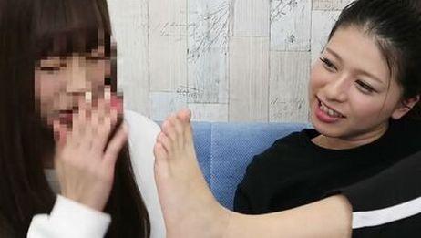 日本小姐姐消除脚臭的办法