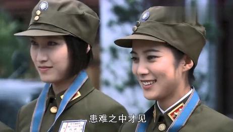 师座为女兵颁发勋章,每个女兵抗敌情景呈现在脑海