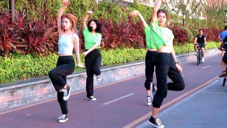 小姐姐们直播跳舞,引众人围观