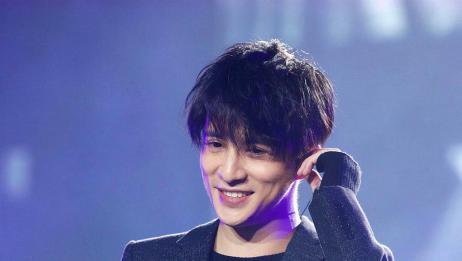薛之谦现场动情演唱《演员》,唱得太好听了,网友:悦耳!