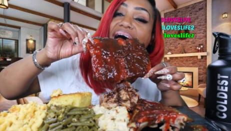 【剪说话/原版】吃蟹阿姨吃超大烤排骨,那肉轻轻一扽就下来了,一定很美味
