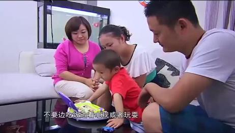 熊孩子吃饭能把妈妈气疯,多亏育儿师及时帮助!