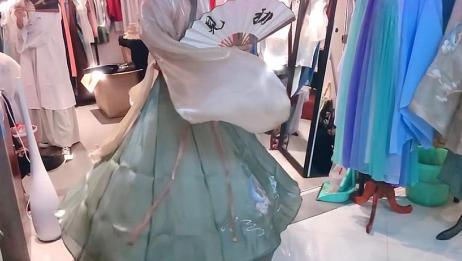 这恐怕是神仙穿的衣服吧,太好看了!