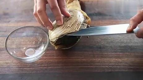 厨师处理象拔蚌,刀工简单粗暴,真是一饱眼福