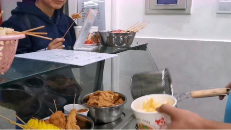 湖南小伙做油炸小吃第二天,看看小吃创业好做吗,卖了多少钱?