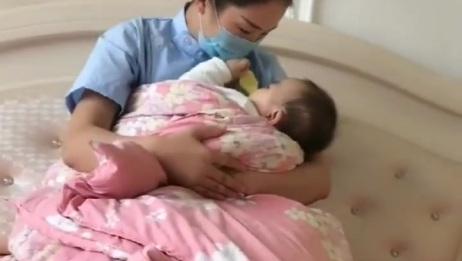 产后这样给宝宝喂奶,不会腰痛,不会落下月子病