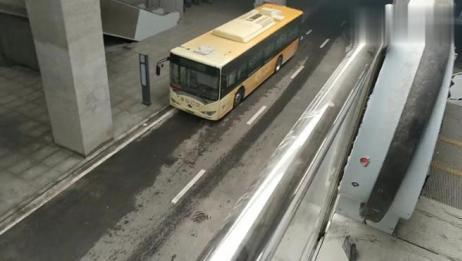 再次来淮安高铁站,进度很快。公交站点已经改为地下专用站点!