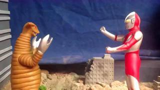 奥特曼玩具大作战动画 哥莫拉挑战奥特曼