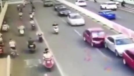 这个事故责任该怎么划分?