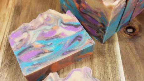 彩金手工皂制作过程实拍