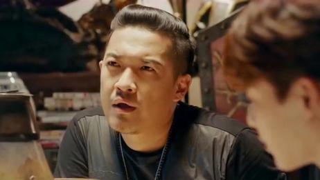 盗墓笔记:村民与空气对话,吴邪王胖子的汗毛都站起来了