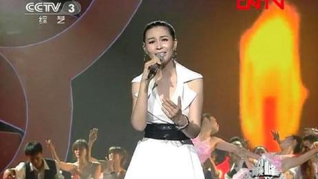 曹芙嘉演唱《呼唤》,一首激励人心的公益歌曲!