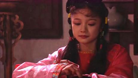 济公游记:闺中姐妹消遣韵兰,韵兰十分伤心,质问将军何时赎自己