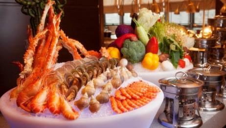 中国人自助吃海鲜,日本人却吃西瓜,还夸中国真土豪?