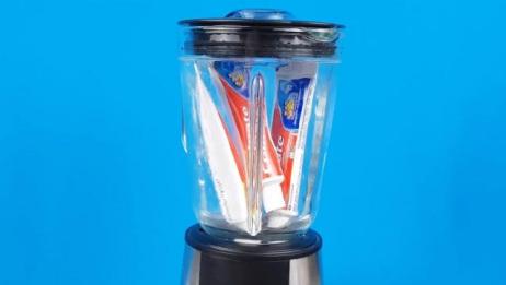 把牙膏扔进榨汁机会发生什么?启动开关,这榨出个啥东西