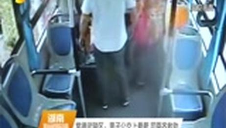 [湖南新闻联播]常德武陵区:男子公交上晕厥 司乘齐救助
