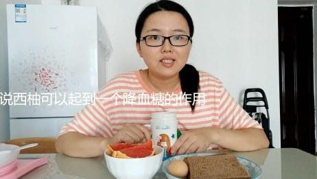网友建议吃西柚可以降血糖 孕妈小梦立刻买了6个回来吃