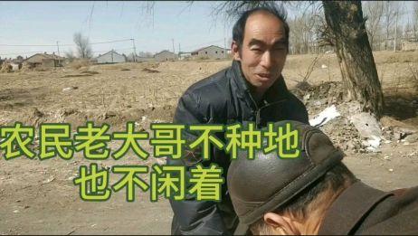 农村老大爷爱吃粉,一块钱两个超便宜,看卖粉大哥一天挣多少?