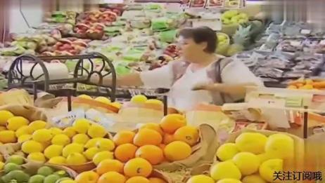 国外恶搞超市的袋子,撕一个怎么全都掉下来了,好悲催