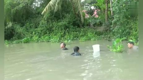 野河潜水摸河蚌,农村娃都会的绝技!会的人点个赞!