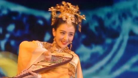 新疆美女佟丽娅 首次跨界主持央视春晚