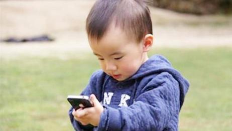 爱玩手机和不爱玩手机的孩子,6岁后会看出差距!家长别不信