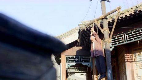 八旬老大爷被吊绑在木桩上!这些人太残忍了