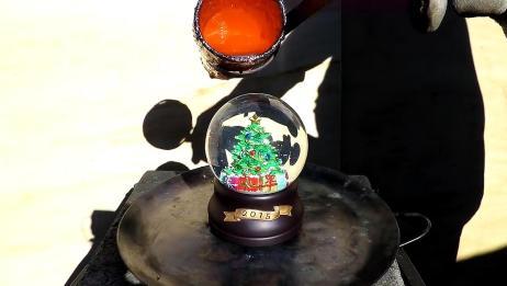把高温铜水浇在水晶球上面,你猜结果会怎样?一起见识下!