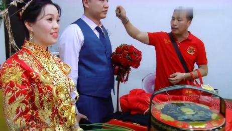 福建一姑娘出嫁,娘家像开金店的一样,陪嫁的首饰好不得了