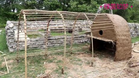 小哥野外建兔舍养兔子,这技术堪比野外生存,太牛了!