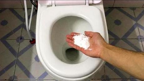 不管有钱没钱,记得在卫生间里撒把食盐,有钱人都在这样做,实用