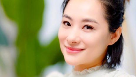体操皇后刘璇晒孕肚,表演倒立劈叉姿势标准,被儿子亲吻超有爱