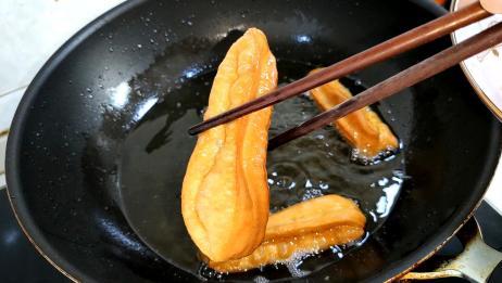 想吃油条不用买,教你在家做,不加明矾,做出来个个蓬松又酥脆