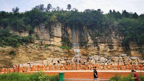 山东省临朐县琴口村黄石崖瀑布,周围景色很美,带你看看