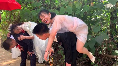 云南一对新人结婚,伴郎和伴娘成了一对,让人羡慕!