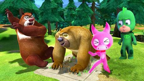 熊出没熊二毁掉迷你特工队露西的作战图,熊大叫来飞壁侠修补地图