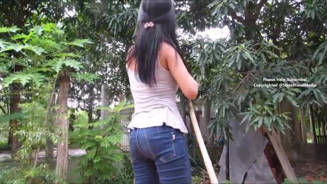 美女小姐姐在户外做美食,叫你陪她去后院摘水果