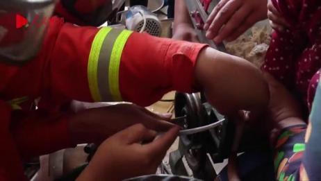 趁奶奶不注意 女童手进压面机 消防救援急送医