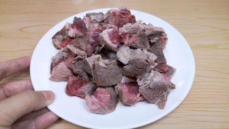 牛腩加芋头,家里来客人都不怕,简单几步,上桌就是一道硬菜