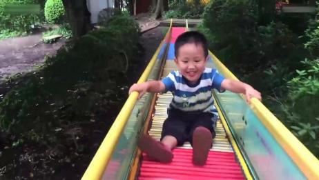 滑滑梯视频,小男孩花样玩滑梯,正向逆向都给你表演一遍