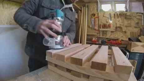 地上太泥走路不好走,木工用几块木板做成踩踏板,小小的真好用