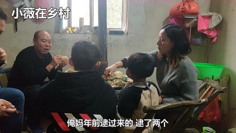 大年初一,3岁宝宝想吃清蒸鱼,老爸亲自下厨一家人吃的很开心