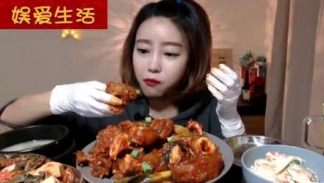 韩国吃播:好美味的猪蹄,满满的胶原蛋白,美女姐姐吃的津津有味